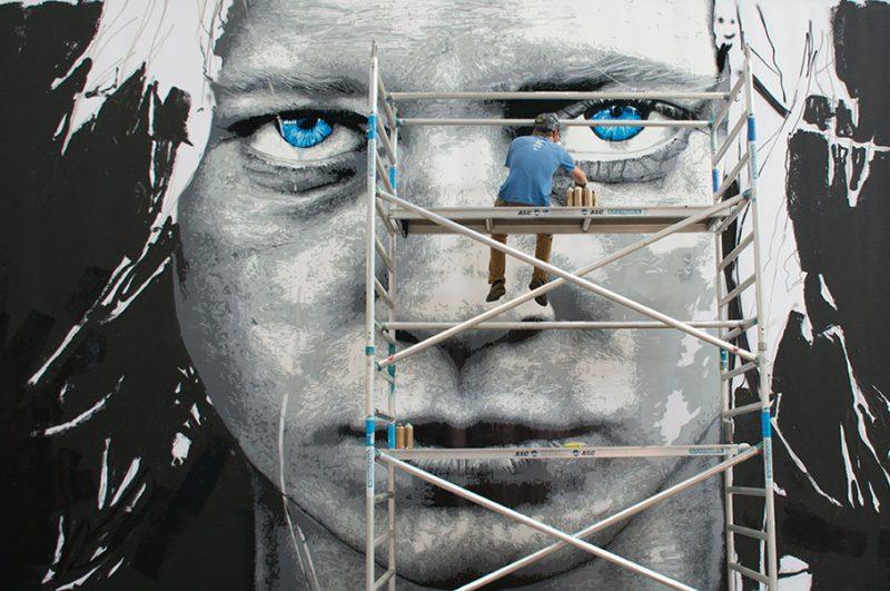 Nils Westergard (USA) werkt aan portret low res.5185ae04