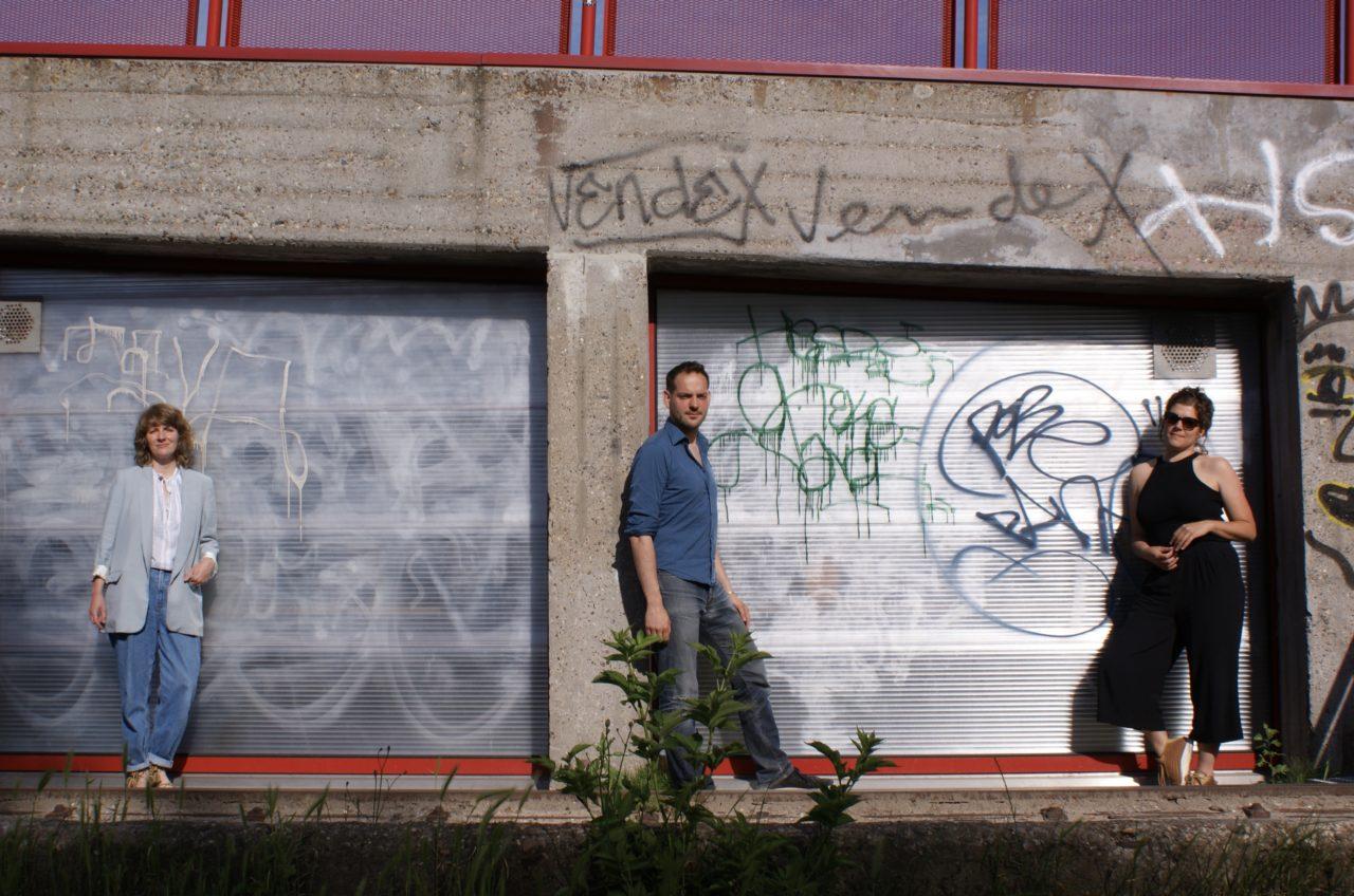 Ewa Scheifes, Lucas de Man en Petra Heck bij de studio van Erik's House aan de Y-Helling