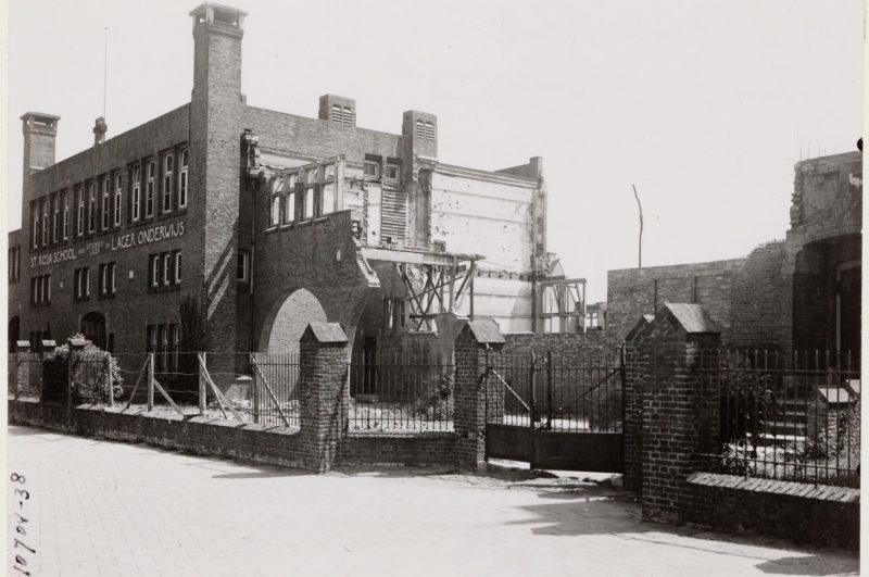 1920px-Sint_Rosaschool_na_het_bombardement_op_de_Fokkerfabrieken_(1943)