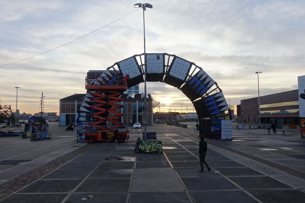 Achterszijde containerboog - beeld Teus Hagen