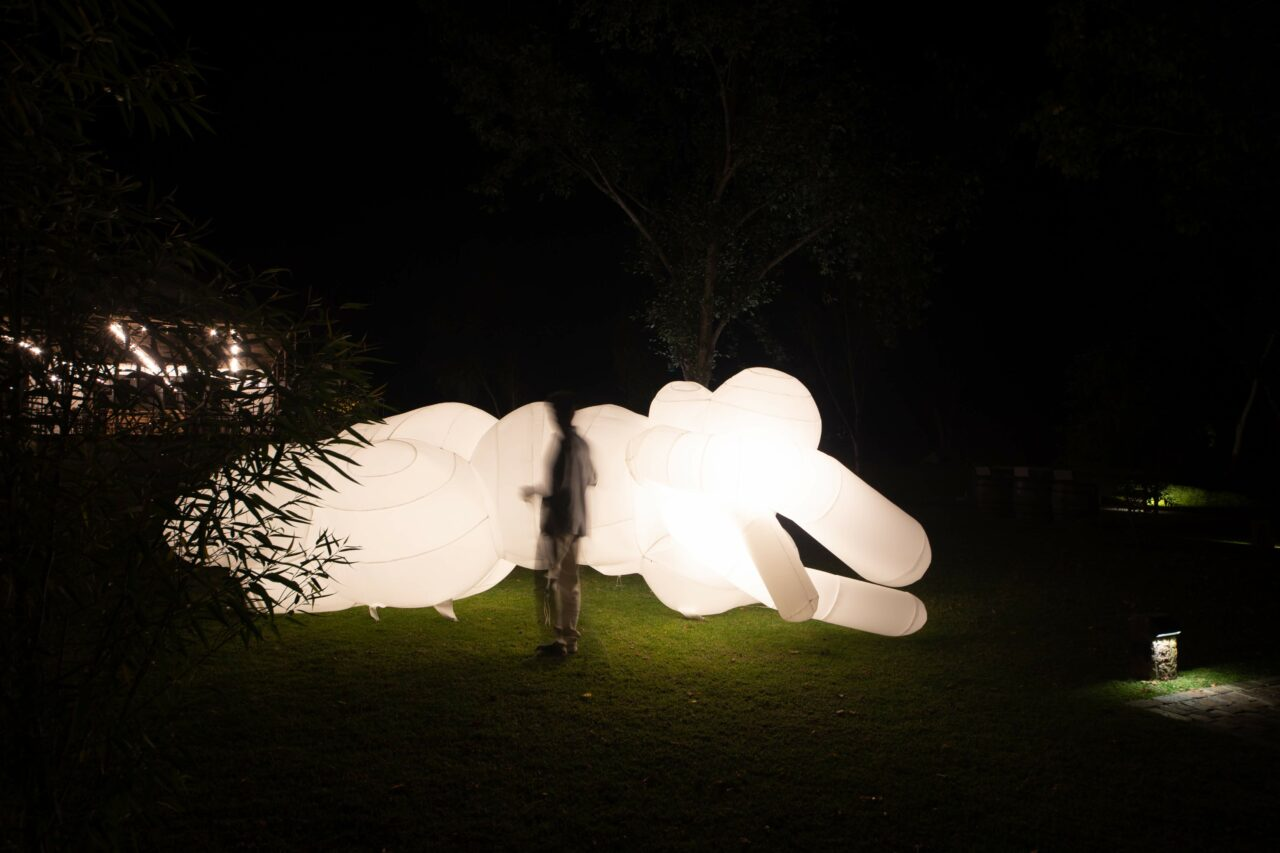 Dean Hutton - Light Inflatable – Breathe